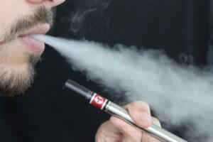 Faut-il avaler la fumée lorsque l'on vapote